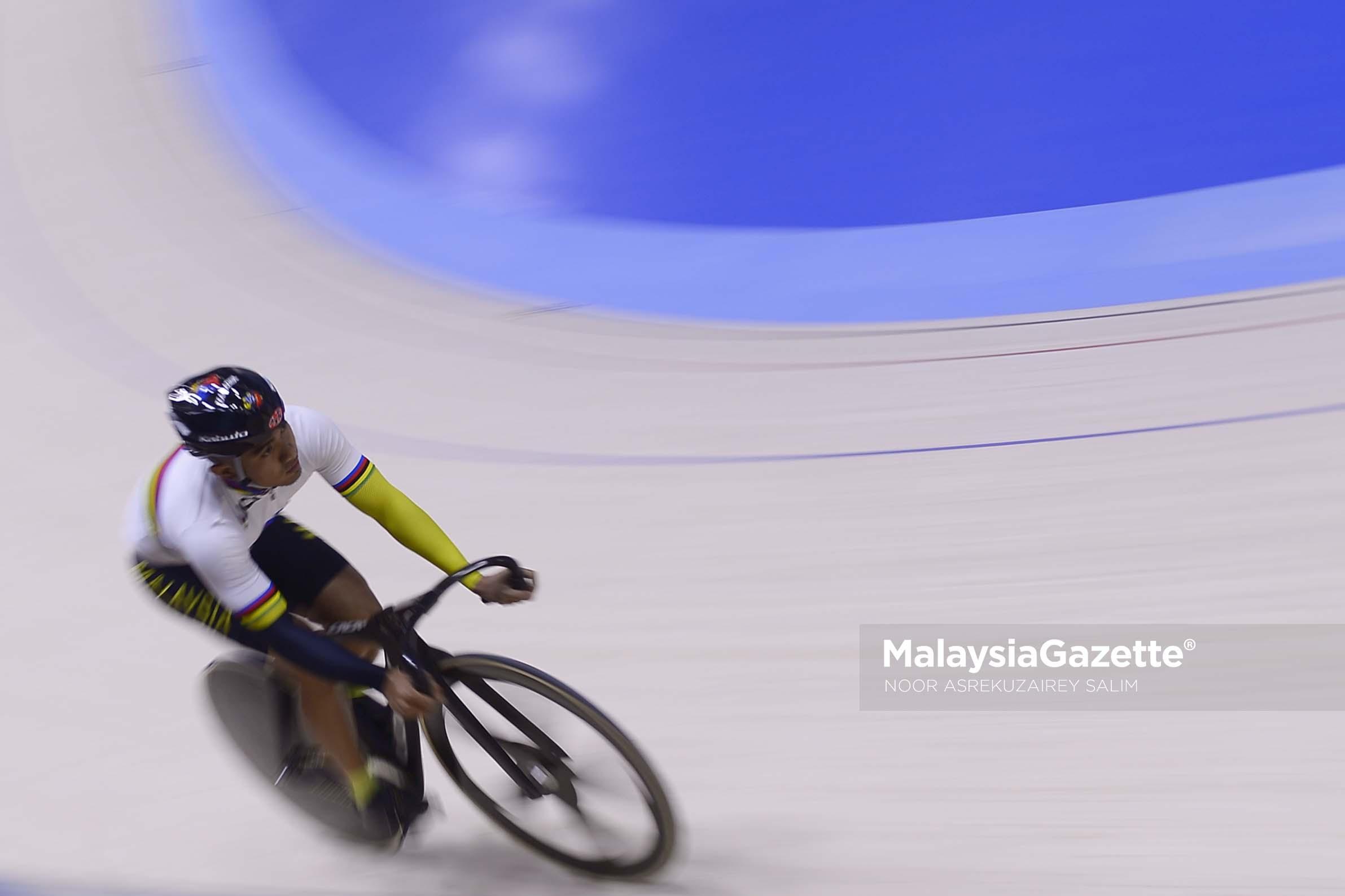 Pelumba Basikal Trek Negara, Azizulhasni Awang lebih dikenali sebagai The Pocket Rocketman ketika menguji trek velodrome nilai sempena Sukan Sea 2017 yang akan berlangsung tidak lama lagi di Velodrome Nilai, Negeri Sembilan. foto NOOR ASREKUZAIREY SALIM, 20 APRIL 2017