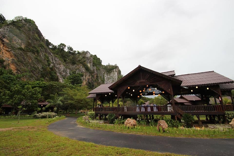 Keriang Hill terletak di kaki Gunung Keriang.