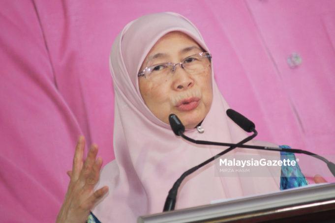 Timbalan Perdana Menteri Malaysia Datuk Seri Dr. Wan Azizah Ismail bercakap semasa Majlis Rumah Terbuka Hari Raya Aidilfitri di Padang Perbandaran Ampang Jaya, Kuala Lumpur. foto MIRZA HASIM, 21 JULAI 2018