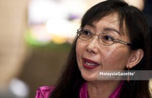 """Menteri Industri Utama Teresa Kok menafikan dakwaan bahawa lawatan Tun Dr. Mahathir Mohamad ke China baru-baru ini merupakan """"satu bencana diplomasi"""" ."""