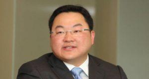 Polis Malaysia sudah mengadakan mesyuarat dengan pihak berkuasa China bagi mengesan ahli perniagaan, Low Taek Jho atau Jho Low, kata Ketua Polis Negara, Tan Sri Mohamad Fuzi Harun.