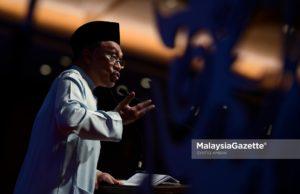 Datuk Seri Anwar Ibrahim memberi amaran kepada ahli Kabinet sekiranya terhadap penyelewengan dan salah guna kuasa, beliau sendiri akan menentang individu terbabit secara terang-terangan.