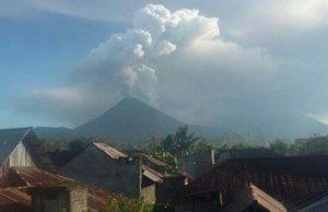 Pulau Sulawesi terus diancam bencana alam apabila Gunung Berapi Soputan yang terletak di Kabuten Minahasa, Provinsi Sulawesi Utara, meletus pagi ini.
